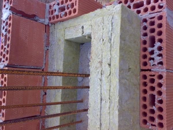 23-particolare-isolamento-pilastri-con-cm-14-lana-di-roccia.jpg